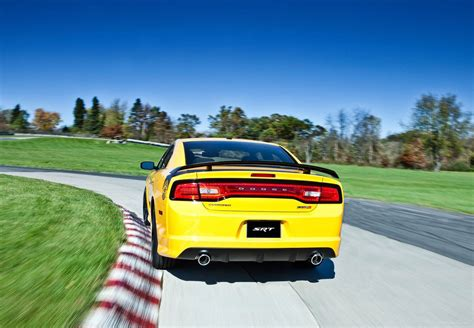 dodge charger bumble bee dodge charger srt8 bee asks bumble bee who image 76368