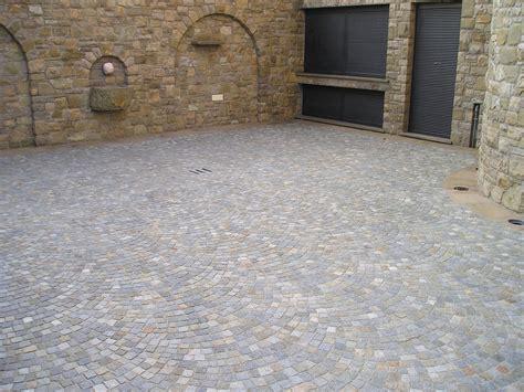 pavimenti per esterni in pietra prezzi pavimentazioni in pietra luserna pavimenti esterni