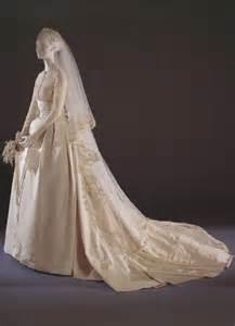 Grace kelly s 1956 helen rose designed wedding dress