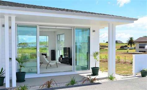 desain pintu kaca geser rumah modern rancangan desain rumah minimalis