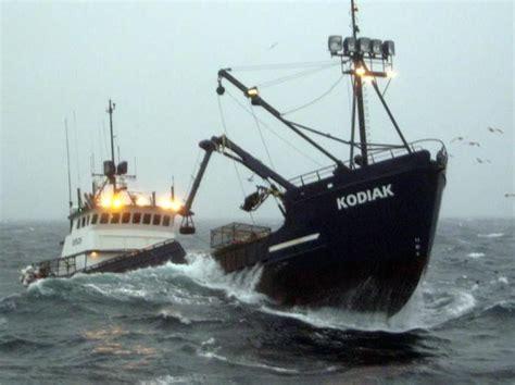 deadliest catch cape caution boat deadliest catch kodiak crabby kinda guys pinterest
