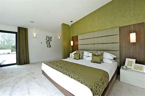 parete verde da letto da letto verde 25 idee per arredare con classe