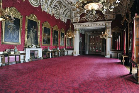 buckingham palace state dining room closed  ceiling