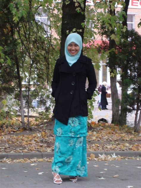 Baju Flag Maxy sharifah nur ainun syed othman terranova trench coat malaysia baju kurung white heels raya