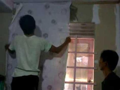 cara memasang wallpaper dinding kamar tidur cara memasang wallpaper untuk kamar youtube