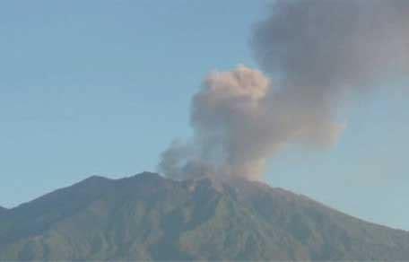 emirates volcano bali bali airport closed uae flights affected emirates 24 7