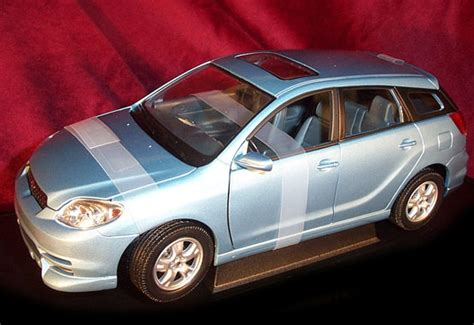 toyota matrix blue yatming  diecast car scale