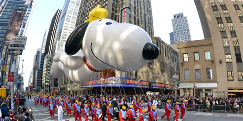 new year parade history a look into the history of the macy s thanksgiving parade