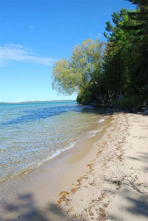 lakefront cottage rentals in michigan 25 best ideas about torch lake michigan on