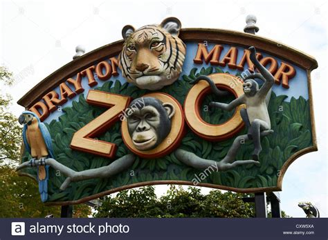 theme park zoo uk sign over the entrance drayton manor zoo theme park