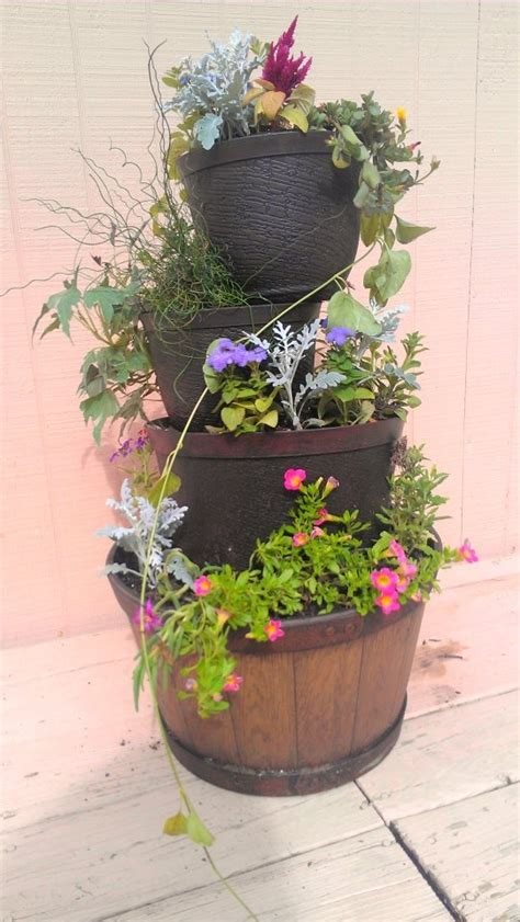 Stacking Pots Planters by Best 25 Stacked Pots Ideas On Diy Yard Decor Stacked Flower Pots And Pot