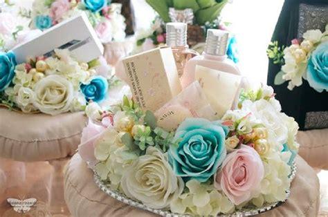 Keranjang Rotan Bulat Motif Bunga Mawar 20 kemasan seserahan paling unik agar pernikahanmu berkesan