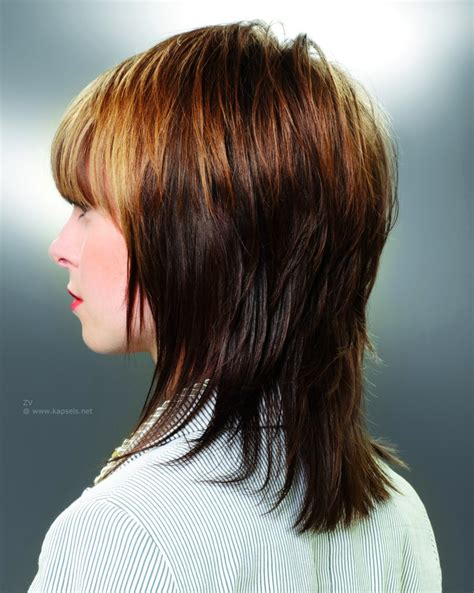 cute shoulder length haircuts longer in front and shorter in back halflange gelaagde haarsnit die de vorm van het hoofd