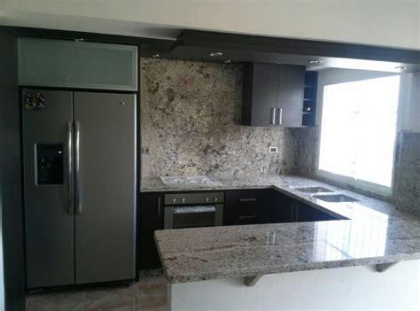 hermosa cocina color wengue  tope de granito color blanco antico  imagenes cocinas