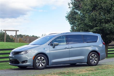 Chrysler Pacifica Mpg by Green Car Reports Best Car To Buy 2018 Chrysler Pacifica