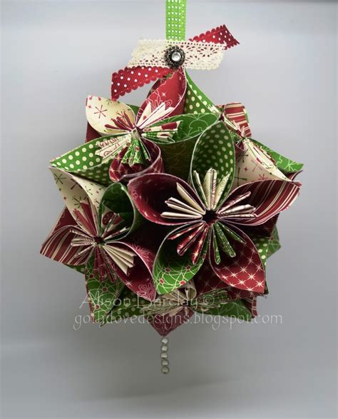 Ornaments With Paper - decorate your tree with beautiful diy paper