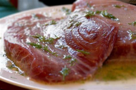 come cucinare filetti di tonno come cucinare il tonno alla piastra al forno e alla griglia