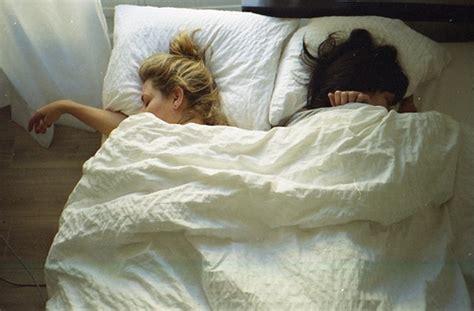 women in bed tumblr bed best friends friends girls image 266917 on favim com
