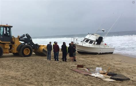 boats to catalina from newport beach boat sailing from catalina island runs aground on beach in