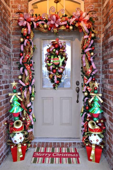 achieve  perfect front door decor  christmas
