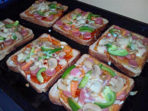 cara membuat roti tawar pizza cara membuat pizza guna roti gojes crafts september 2014