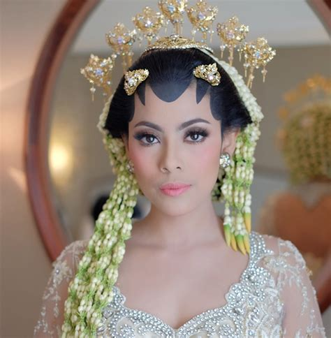 Make Up Adi Adrian gaya make up andalan para make up artist ternama weddingku