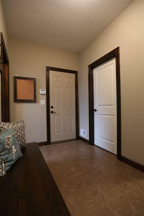interior holz trim ideen 220 ber 1 000 ideen zu dunkle t 252 ren auf white