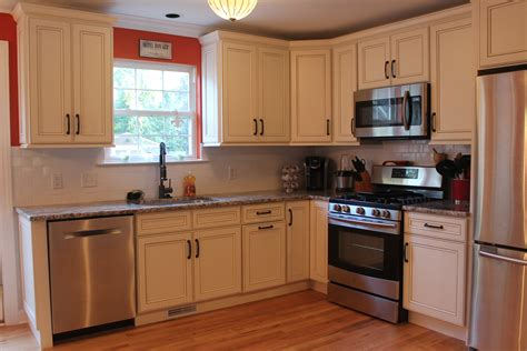 Contemporary kitchen cabinets design with astonishing cherry finished