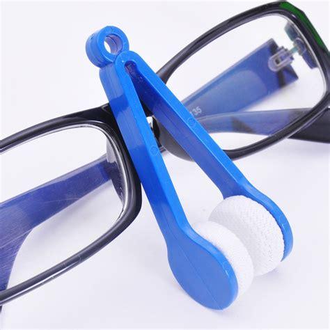 Alat Pembersih Lensa Kacamata Bahan Microfiber Bentuk Penjepit microfiber glasses wiper pembersih kacamata blue jakartanotebook