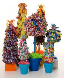 Centerpiece Christmas Ideas - awesome candy centerpieces so festive and great to send home as door prizes favors thank you s
