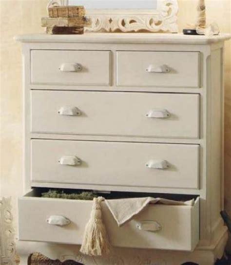 colori provenzali per mobili cassettiere provenzali i materiali i colori e le decorazioni