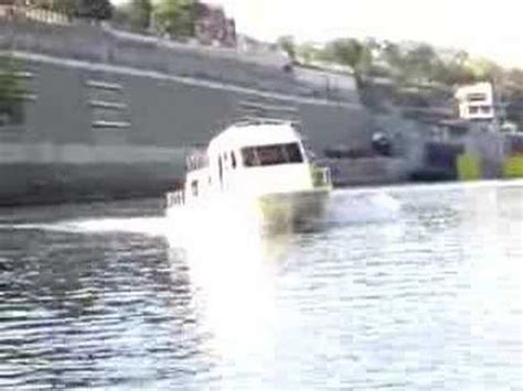 fast houseboat another holiday mansion cruiser houseboat going fast youtube