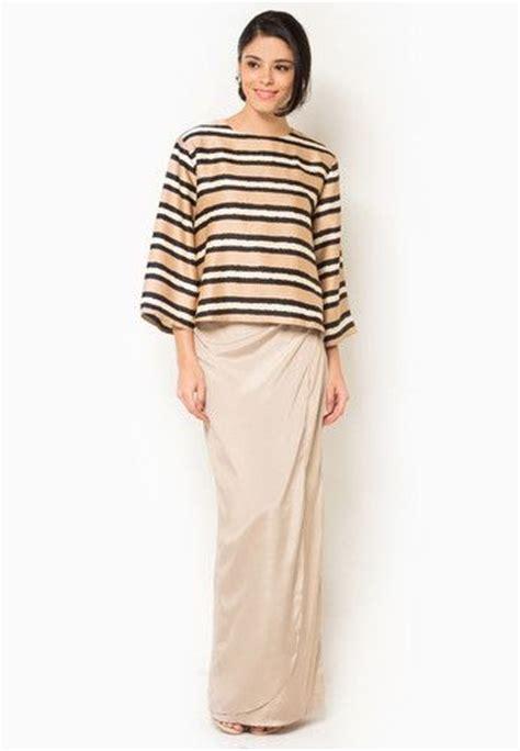 Blouse Yura Button Grosir Baju Gamis Maxi Dress Kaos Hotpants Murah 94 best baju kurung images on baju melayu baju raya and bridal gowns