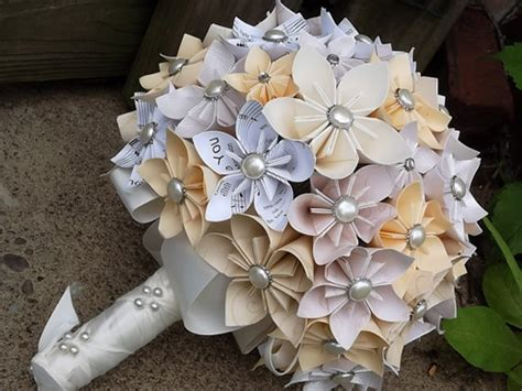 Origami Flower Wedding Bouquet - 21 stunning flowerless bouquets for fall weddings