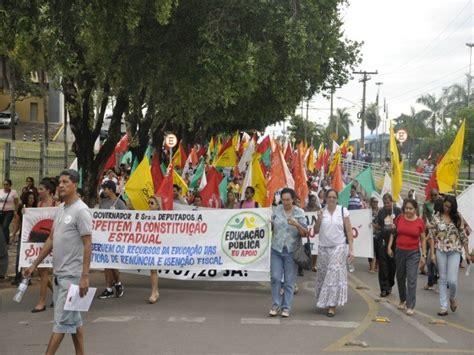 aumento do piso estadual do g1 em greve professores protestam em frente ao pal 225 cio