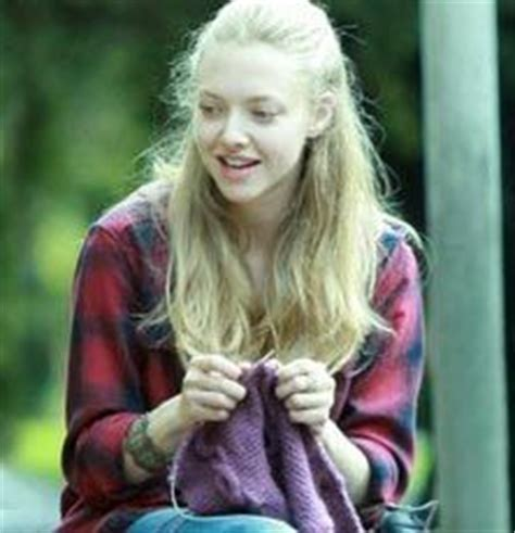 strumming pattern little house amanda seyfried 1000 images about celebrity knitting knitters on