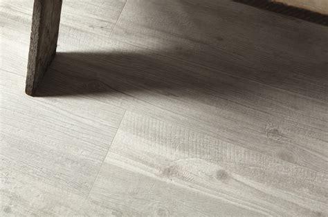 pavimenti in legno bianco quercia shabby piastrelle in grandi formati effetto legno