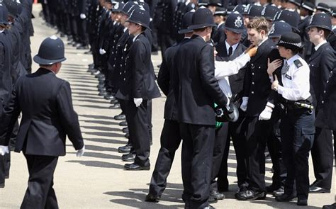 Metro Arrest Records New Met Recruits Collapse During Record Passing Out Parade Telegraph