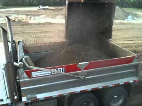 liebherr l586 wheelloader loading semi trucks | doovi