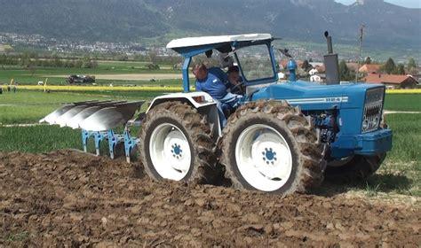 Ford County by Traktor Pflug Ford County 1124 Und Ford Tw 25 Bei Der