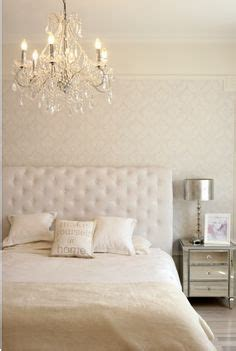 white bedroom chandelier 1000 images about dormitorio principal on pinterest