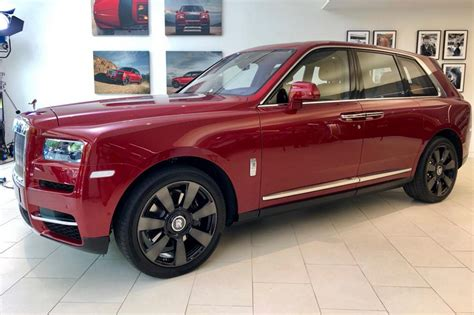 suv rolls royce rolls royce cullinan suv revealed pictures auto