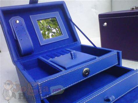 Tempat Perhiasan Jewelry Box 2221 jewelry box tempat perhiasan jogja handycraft suplier kerajinan kulit sintetis yogyakarta