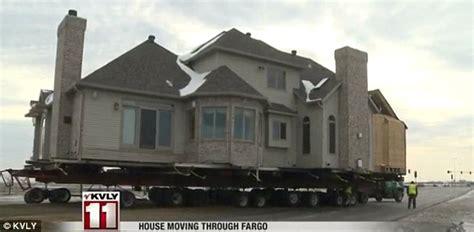 north dakota house movers fargo house stops traffic as it makes it s way down the north dakota interstate