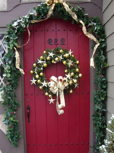 holiday door decorating ideas christmas door decorations decoist