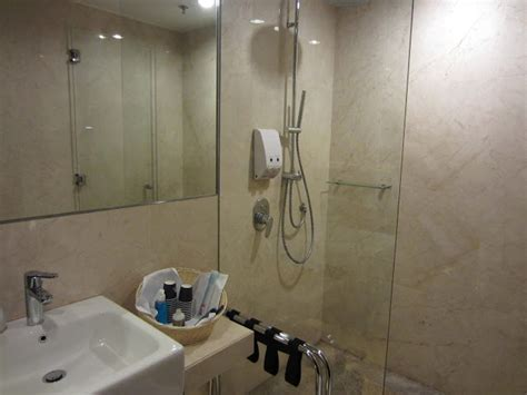 Showers In Singapore Airport by Singapore Jakarta Trip Ua Sq Asiana In C Class