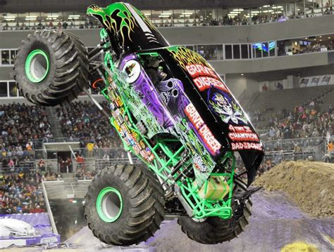 grave digger legend monster truck grave digger rolls into s a san antonio express news