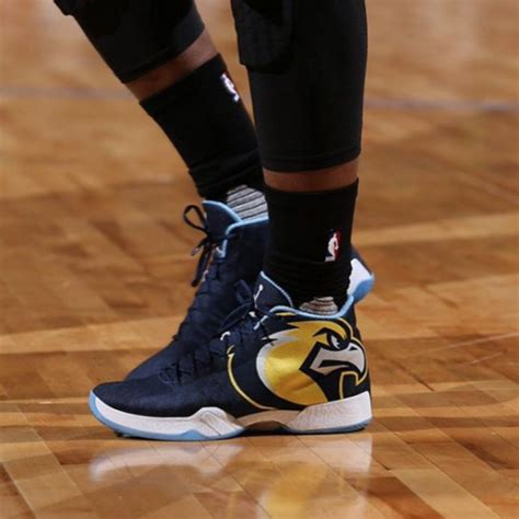 what shoes does jimmy butler wear jimmy butler wears a team shoe but not a bulls one