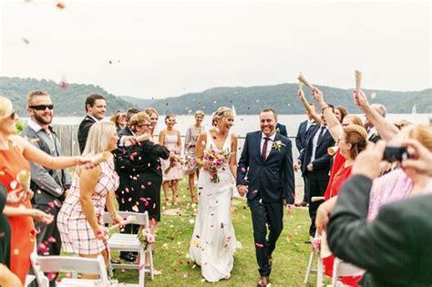 kelebihan dan kekurangan film operation wedding kelebihan dan kekurangan pernikahan indoor dan outdoor