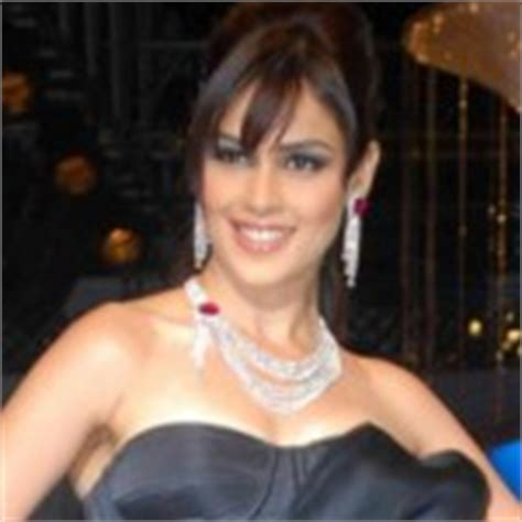 sameera reddy face shape oval round how to choose fringe hair style